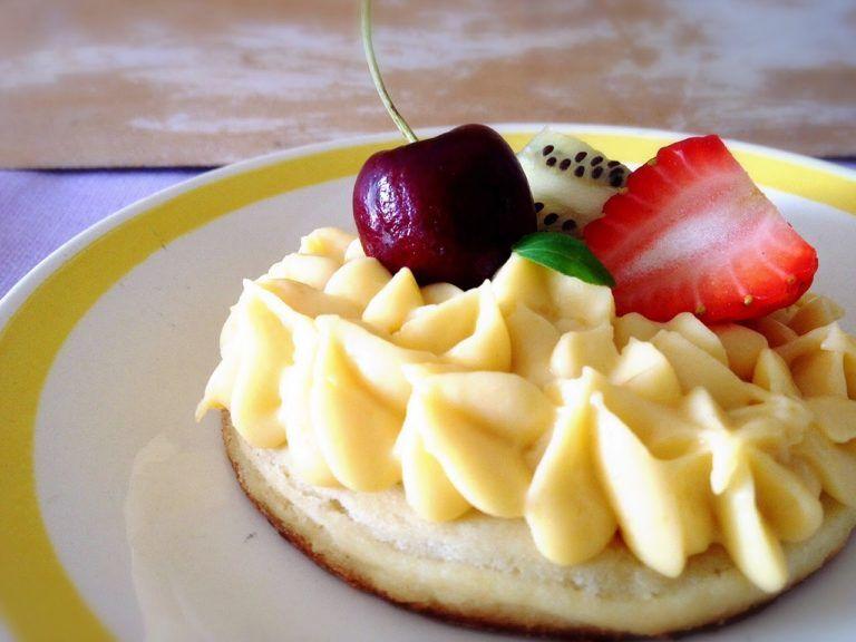 tarta-con-crema-pastelera-y-frutas