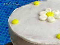 bizcocho-de-yogur-griego-cubierto-con-glasa-real