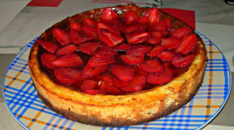 cheesecake-con-carpaccio-de-fresas