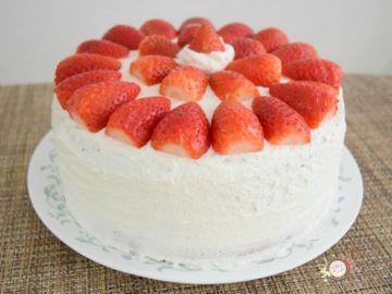 pastel-de-fresas-y-nata-montada