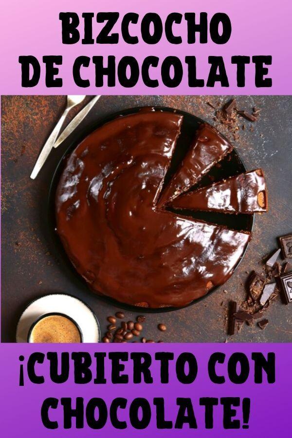 Bizcocho de chocolate cubierto con chocolate