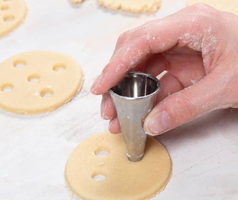 Utiliza boquillas para hacer galletas decoradas