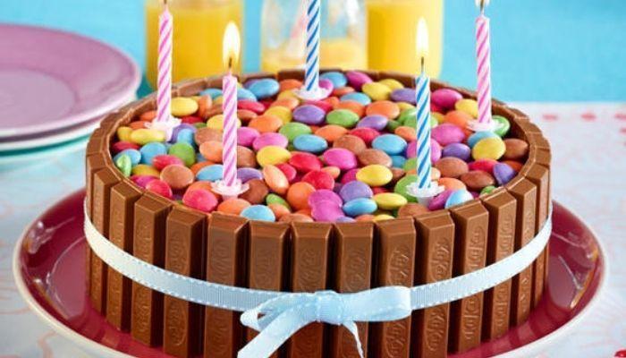 Lentejas de chocolate: decoración de pasteles muy popular entre los niños Decoración de la tarta con lentejas de chocolate